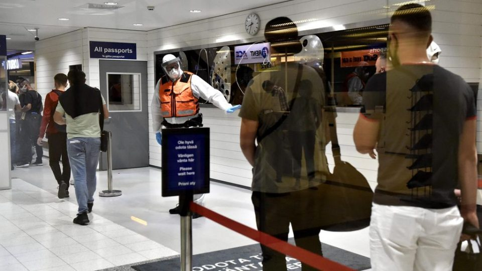 Заразени петмина патници на новиот лет од Скопје за Турку