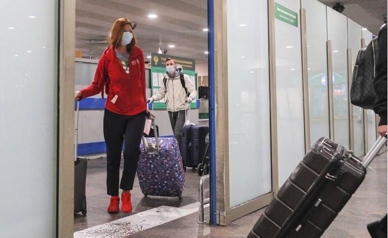 МЗ: Патниците од авионот за Финска немале решенија за самоизолација