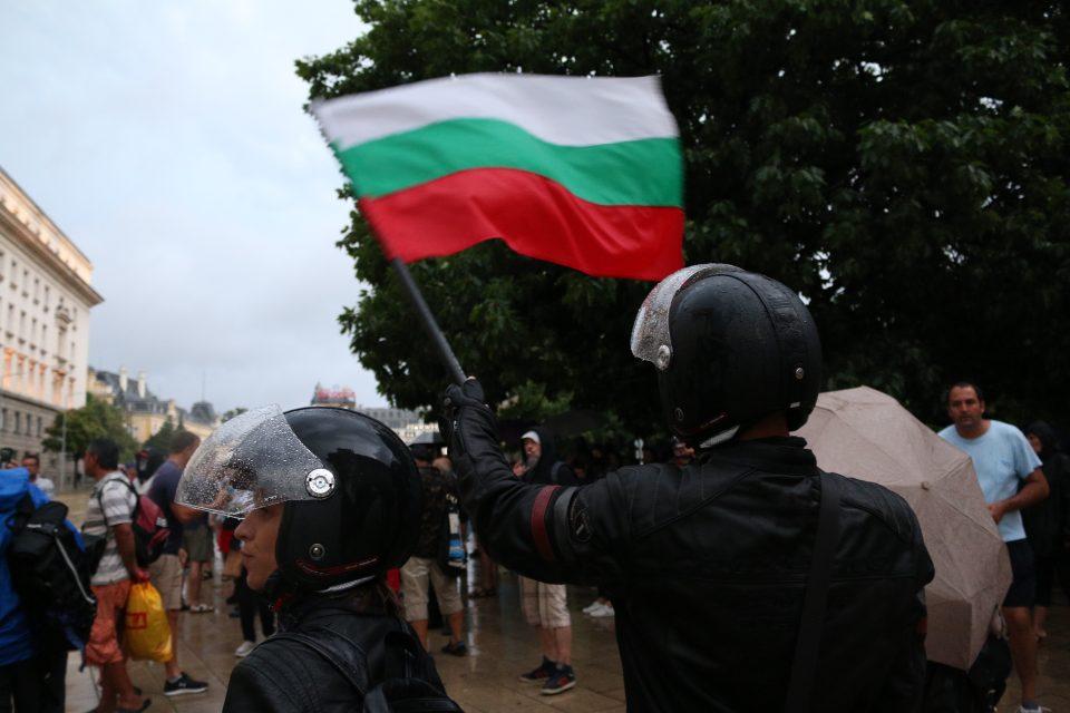 2.569 за еден ден: Рекорден број заболени во Бугарија