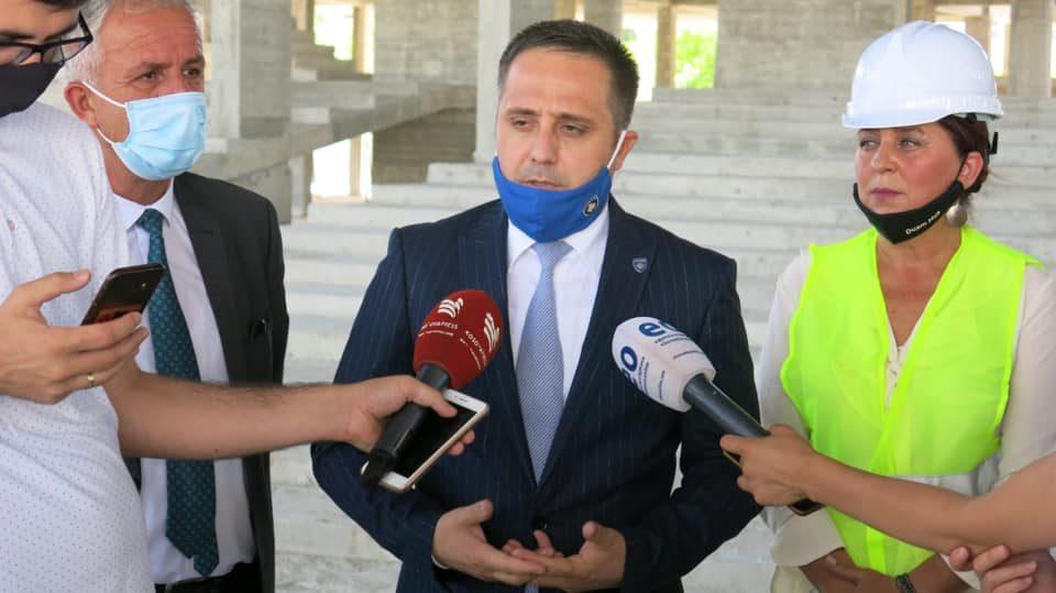 По косовскиот премиер, и неговиот заменик позитивен на Ковид-19