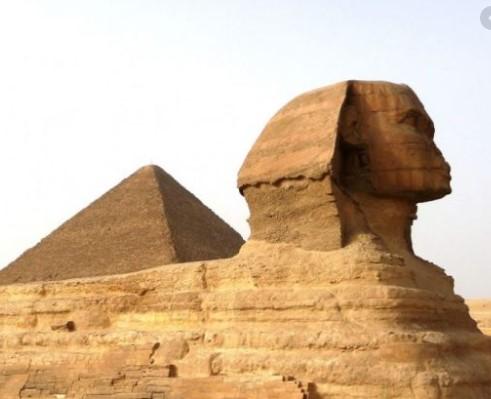 Пирамидите во Египет биле изградени од вонземјани?