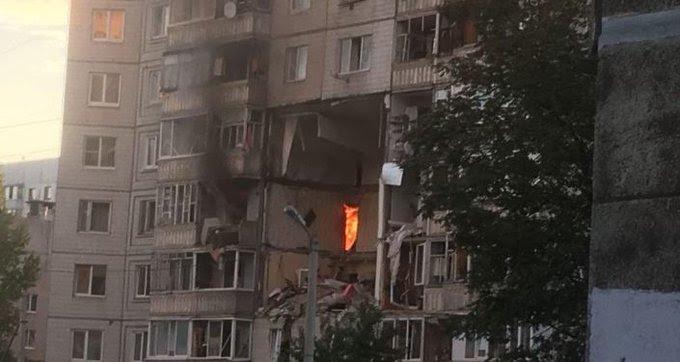 Силна експлозија во станбена зграда: Еден загинат, четворица се борат за живот