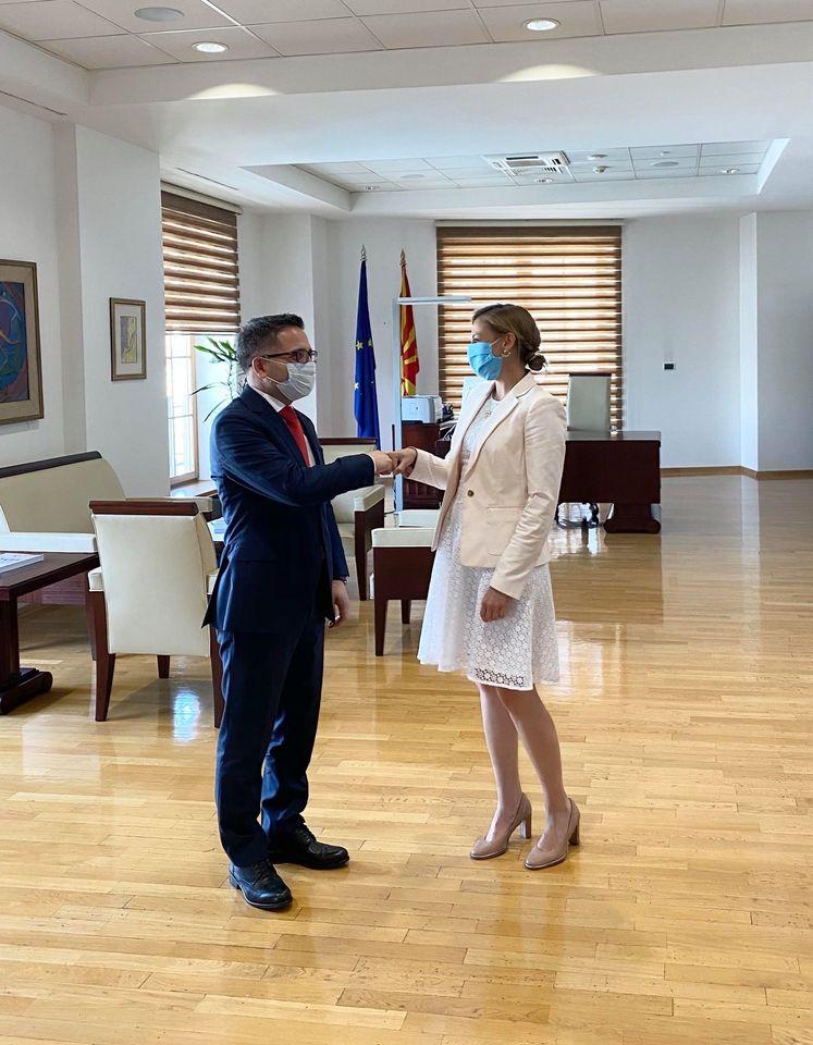 Бесими ја презеде функцијата министер за финансии, Ангеловска му посака успех во работата