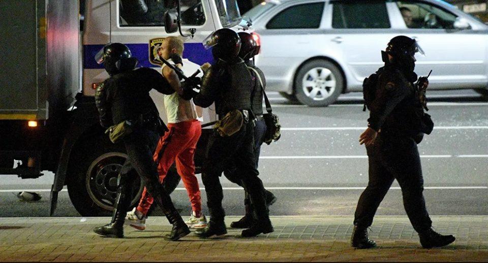 Полицијата во Минск ги затвори приодите кон централниот Плоштад на независност