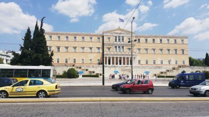 Двајца починати и 77 нови случаи на Ковид-19 во Грција