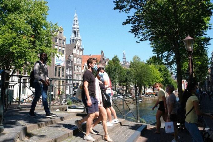 Холанѓаните регистрираа дневен рекорд со 6.500 нови случаи на корона вирус