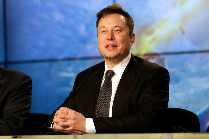 Во година кога бизнисите пропаѓаат Илон Маск ја шири својата империја
