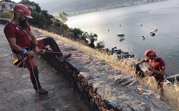 Планинската спасителна служба го исчисти ѓубрето од тешко пристапните места кај Канео