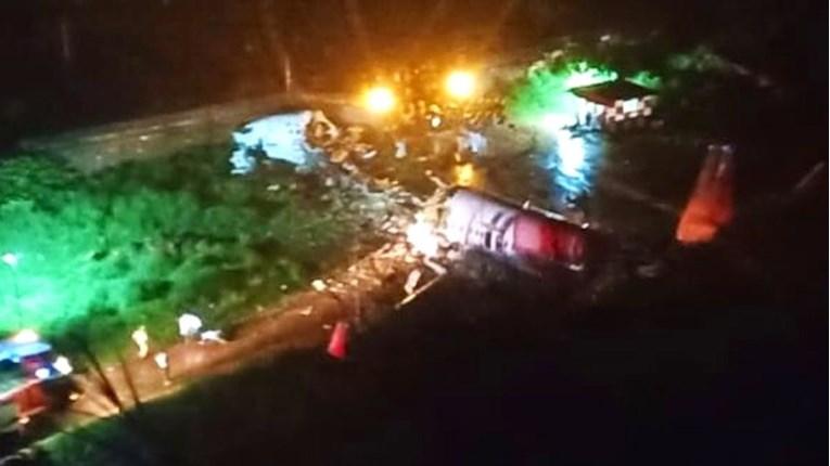 Авион со 191 патник се преполови при слетување, најмалку тројца загинати