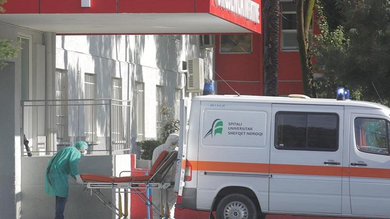 Болен од Ковид 19 се фрлил низ прозорец: Ужас во болница во Тирана