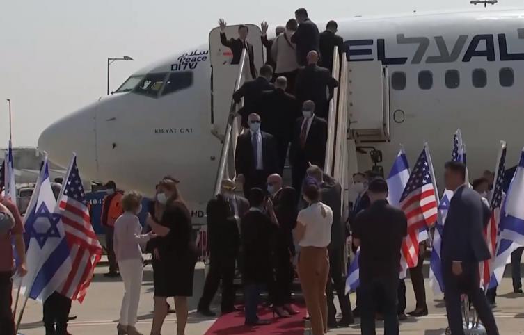 Историско нормализирање на односите: Израелски комерцијален авион полета кон ОАЕ