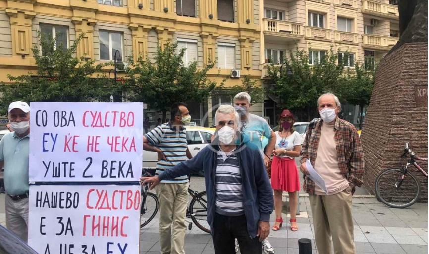 """ВО ЖИВО: Марш """"Стоп за грабежот"""" во Скопје"""