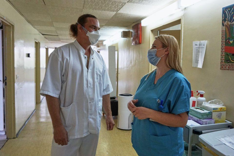 На Инфективна помага медицински техничар од Шведска