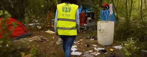 Чекаат прилика да стигнат до Англија: Како изгледа див камп на мигранти пред Ла Манш