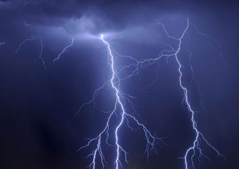 Невреме во Грција, молњи на секоја минута
