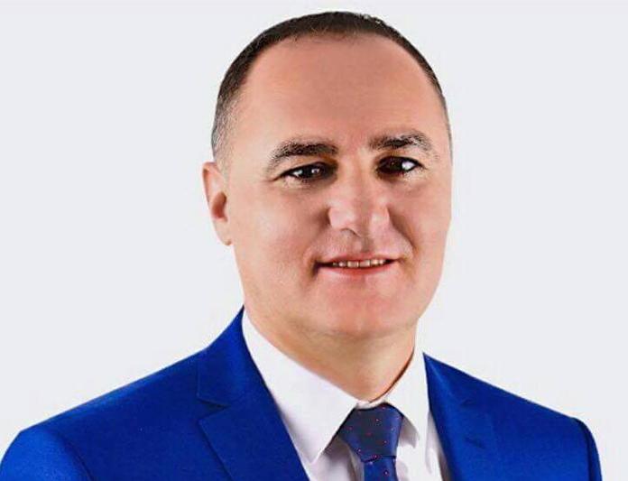 Нeфи Усеини замина во Турција, наводно ќе оперирал синуси
