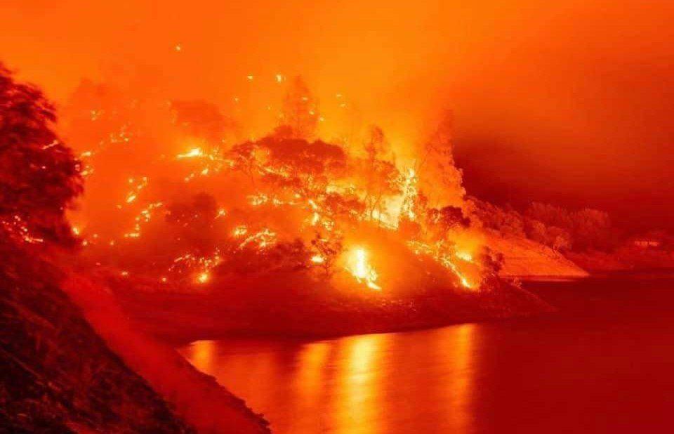 Калифорнија во пламен: 650 пожари за една недела, седум жртви, 250.000 евакуирани