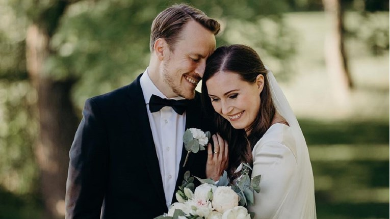По 16 години врска, се омажи 34 годишната премиерка на Финска