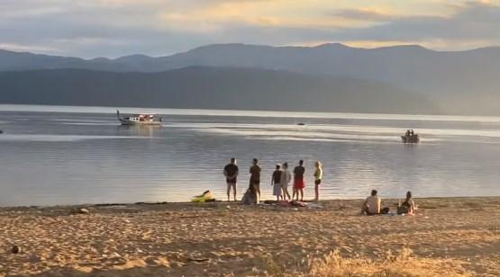 Сè уште трае потрагата по момчето што исчезна во водите на Преспанско езеро