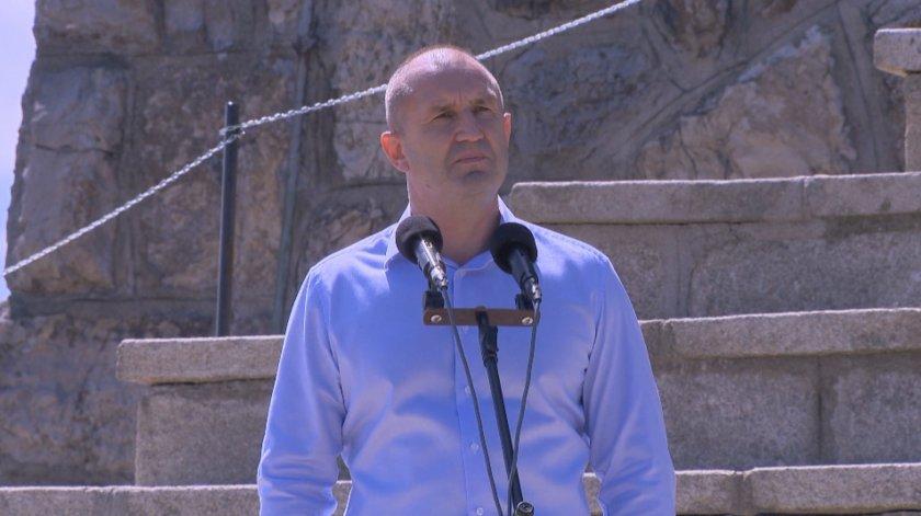 Радев: Мафијата се обидува да ја смести Бугарија во ќорсокак