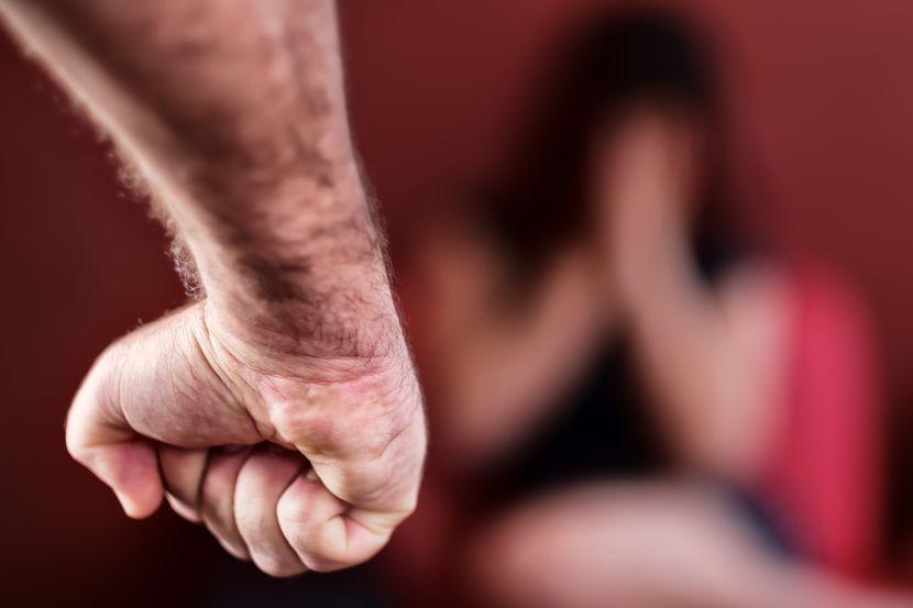 Девојка претепана од постарото момче