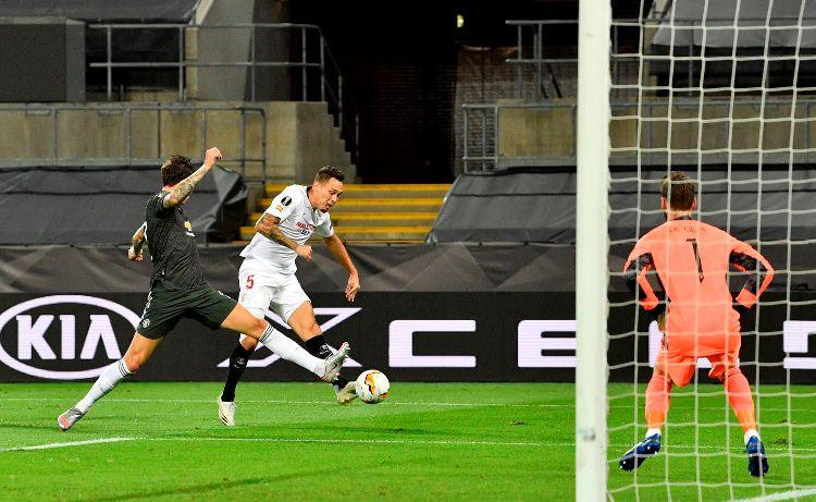 Севилја со пресврт против Манчестер јунајтед се пласира во финалето од Европа лигата