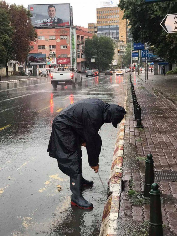 Се чисти атмосферската канализација за да не се поплави Скопје