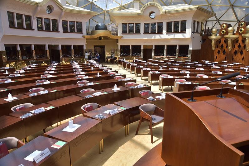 Собранието без услови за работа, шест пратеници од владејачкото мнозинство отсутни поради Ковид-19