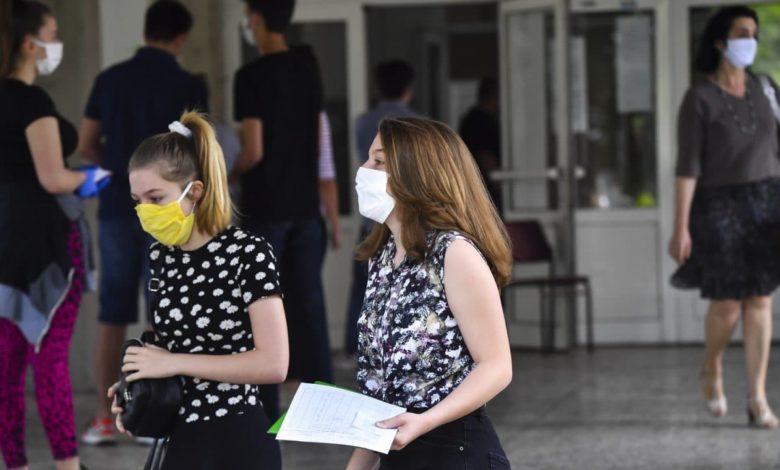 Средношколците со остра реакција за падната платформа: Образованието е право, а не привилегија