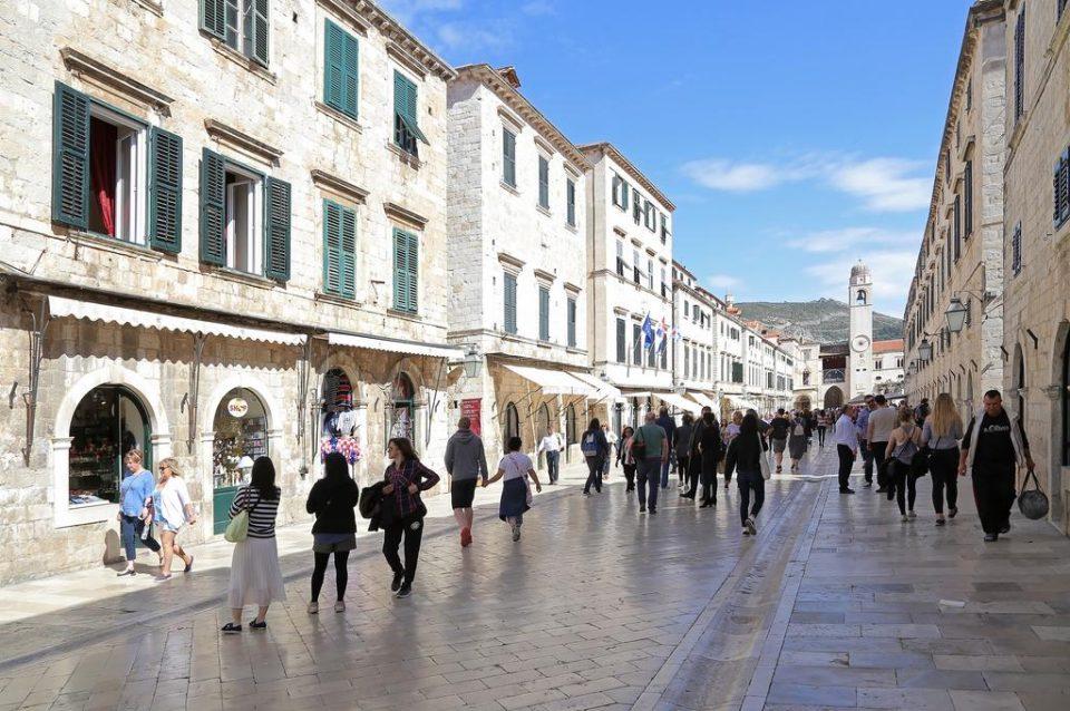 Се изненадиле од цените во Дубровник, за пица, два сока и кафе платиле помалку од 10 евра