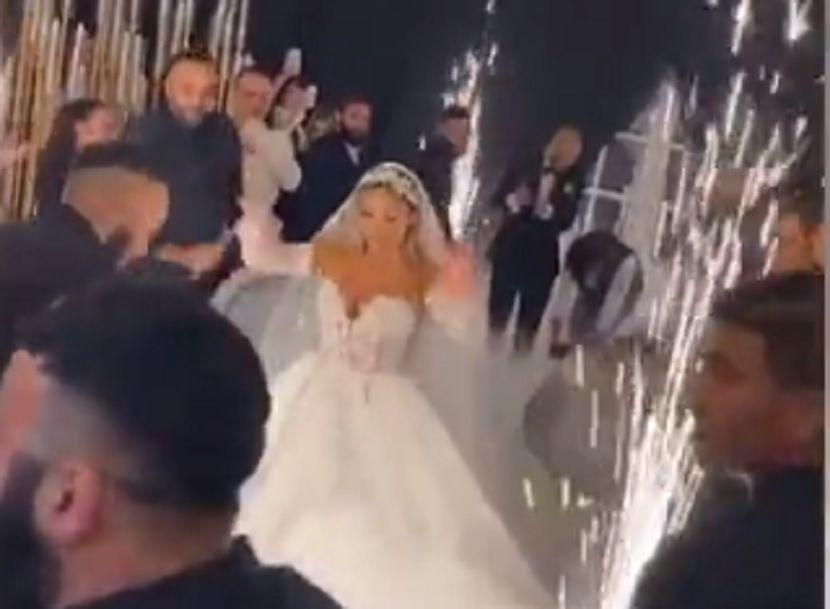 """Снимка од свадба ја разбесни јавнсота: Се игра, се гушка, се пие """"Корона""""…"""