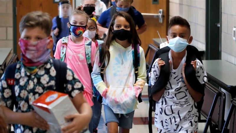 Со маски, различни одмори, во полн состав една недела порано тргаат на уличиште грчките ученици