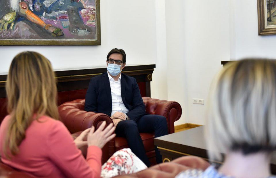 """Пендаровски на средба со Бежоска: Побрзо да се обесштетат депонентите од """"Еуростандард банка"""""""