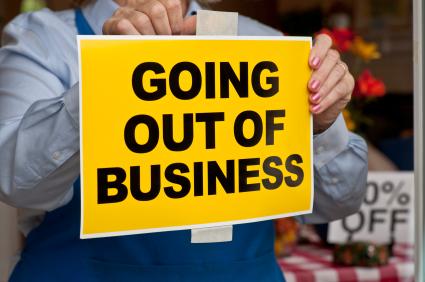 Над илјада бизниси пред затворање, власта уште нема чаре како да ги остави да работат