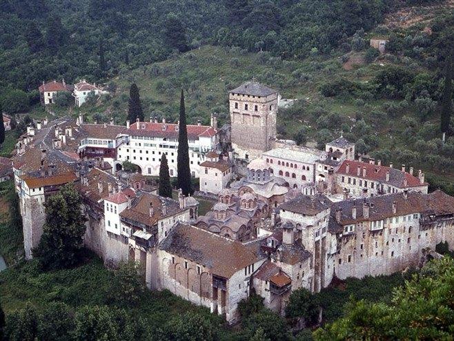 Света Гора пред карантин, најмалку 10 монаси заразени со Ковид-19