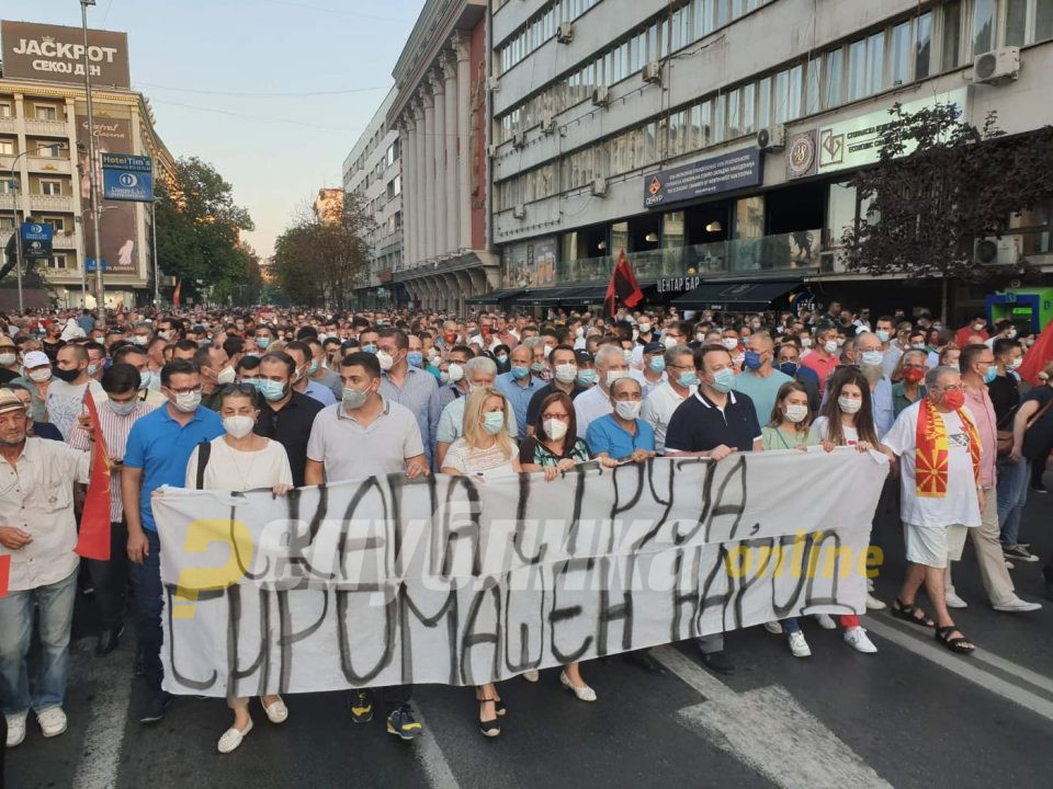 ВО ЖИВО: Протест на ВМРО-ДПМНЕ, народот се крена на нозе против цената на струјата