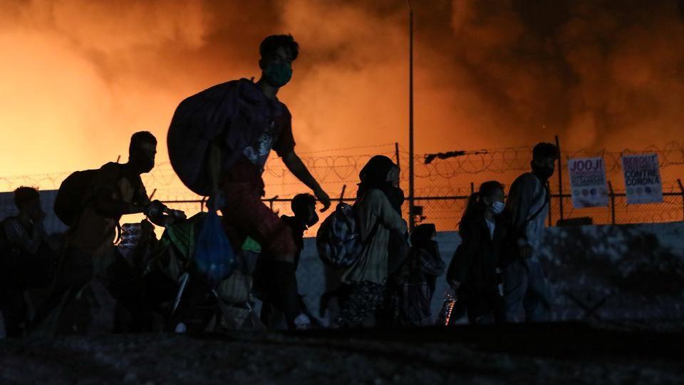 Префрлени во Солун 400 деца без придружба: Пожарот го претвори кампот Мориа во пепел