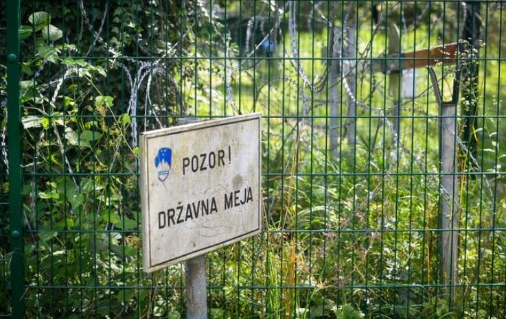 Уапсени стотици илегални мигранти и криумчари во Словенија