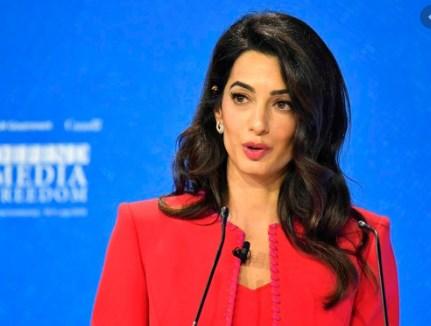 И дојде преку глава: Госпоѓа Клуни си даде оставка