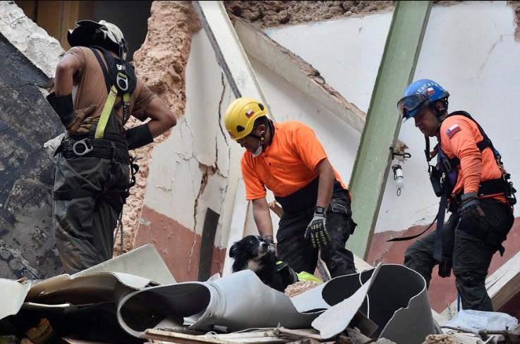 Неверојатно: Под урнатините во Бејрут има преживеани