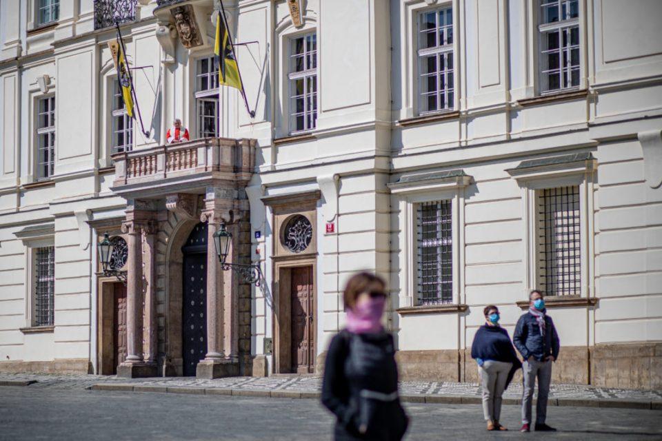 Во карантин тројца дипломати од балтичките земји по средба со словенечкиот колега