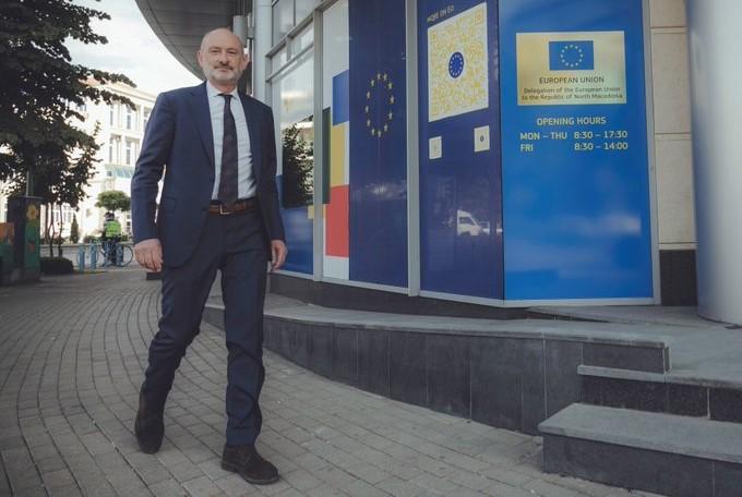 Наследникот на Жбогар, евроамбасадорот Дејвид Гер пристигна во Македонија
