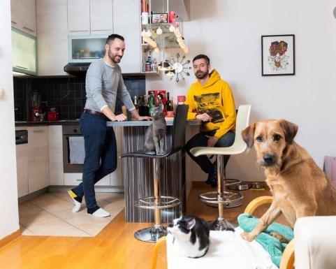 Mладен и Иво купуваат креветче: Геј двојка од Хрватска вдомија деца