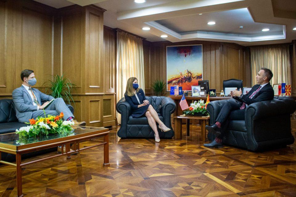 Средба Груби-Брнс: САД се подготвени да ги продлабочат билатералните односи меѓу двете земји