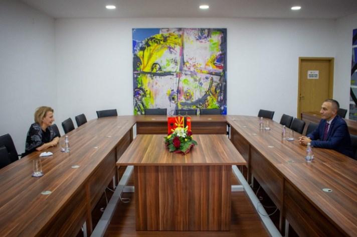 Груби се сретна со градоначалничката од својата партија Арифи