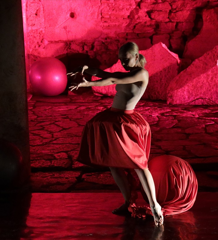 """Рисимкин и Данчевска гостуваат на """"Соло танц фестивал"""" во Анкара со дел од """"Идентитети – Историја на еден растегнат сон"""""""