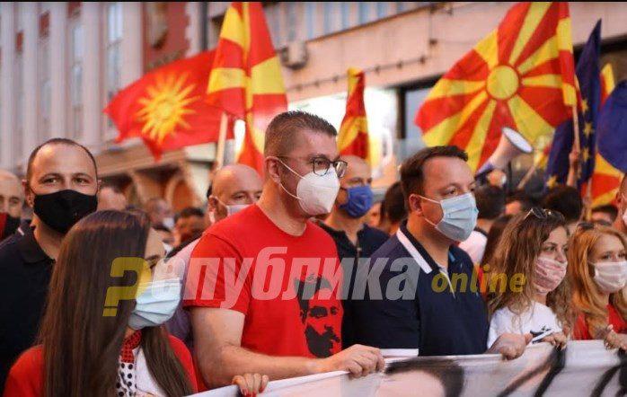 Мицкоски: Заев јавно да одговори кој ги убил овие револуционери!