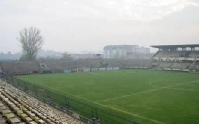 Навивачите на Тотенхем мислат дека со Шкендија ќе играат на стадионот-руина во Тетово