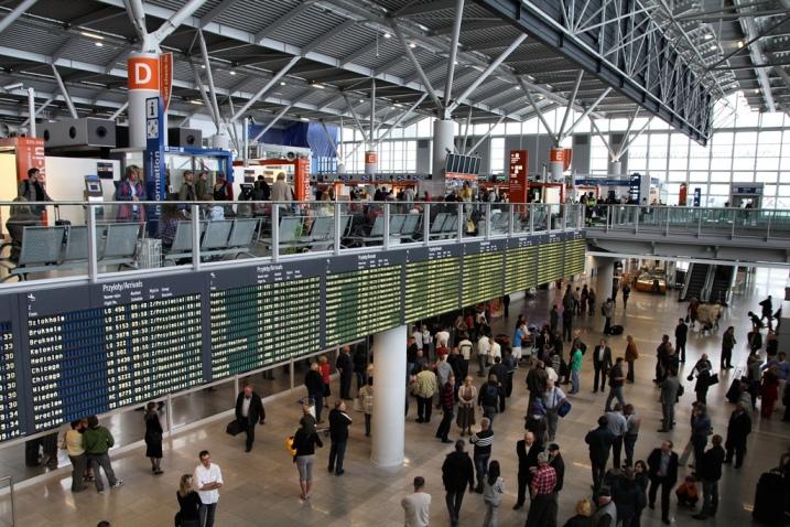 Полска го прекинува воздушниот сообраќај со Франција поради раширеноста на Ковид-19