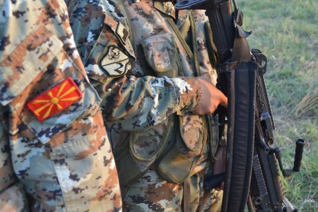 Нов срам за Заев и Шекеринска: Четворица воени офицери на АРМ не се одобрени од НАТО